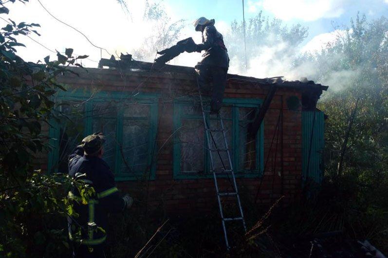 В Новомосковском районе горел дачный дом, фото-1