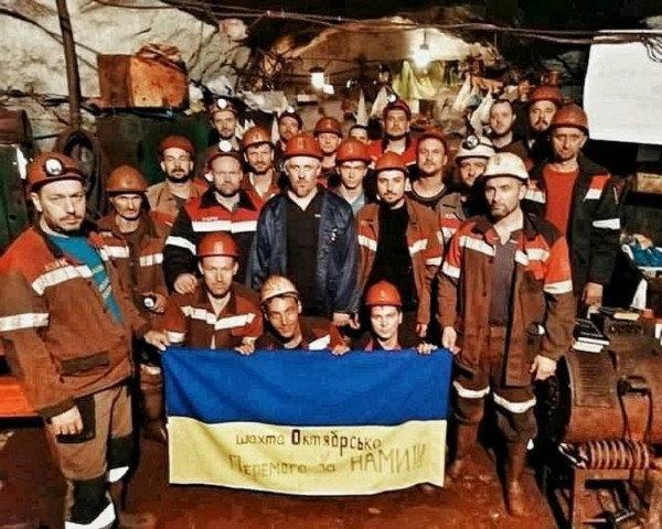 Проходчик шахты КЖРК Александр Потапенко: «За все 43 дня забастовки, из высоких чиновников к нам по-человечески отнесся только Юрий Григор..., фото-1